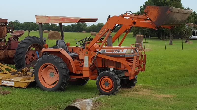 Kubota Box Blade : Kubota tractor w front end loader shredder box blade